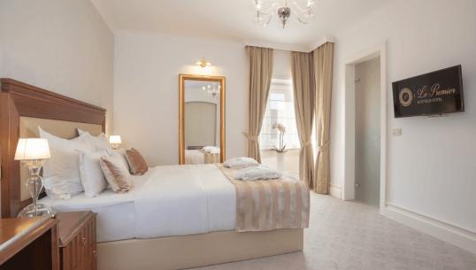 Queen Room LePremier
